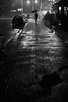 George Brassaï (Halász Gyula, 1899-1984) Budapest, Alberto Giacometti, Night Photography, Street Photography, Brassai, Paris At Night, Alfred Stieglitz, Parasols, Old Paris