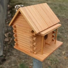 Anna saved to for beginnersHandmade Log Cabin Birdhouse - Bird House Plans, Bird House Kits, Log Cabin Quilt Pattern, Log Cabin Quilts, Bird House Feeder, Bird Feeders, Wood Projects, Woodworking Projects, Cabin Interior Design