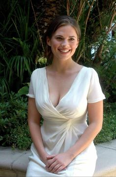 Hayley Atwell is Beautiful, Funny, And Just Awesome. Beautiful Celebrities, Beautiful Actresses, Gorgeous Women, Elizabeth Moss, Christina Milian, Christina Hendricks, Actress Hayley Atwell, Hayley Elizabeth Atwell, Hayley Attwell