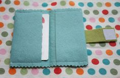 So cute! Little felt wallet from http://www.craftinessisnotoptional.com