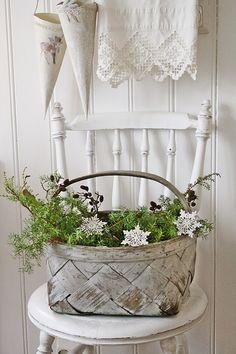 Basket of greenery for Christmas | VIBEKE DESIGN: Andre og siste runde : Valg av julebilder