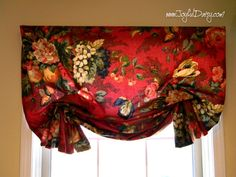 Amy from Joyful Daisy shares a tutorial showing how to make a relaxed Roman shade and a London shade. A relaxed Roman shade pleats up on the sides when you pull the string to raise the shade, but … Valance Window Treatments, Kitchen Window Treatments, Window Coverings, Roman Shade Tutorial, Balloon Valance, Relaxed Roman Shade, Balloon Shades, Diy Roman Shades, Mediterranean Home Decor