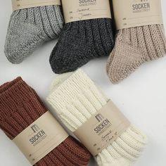Socken über Socken {Modelle und Garne}   Maschenfein :: Strickblog Knitting Help, Wraps, Gloves, Winter, Fashion, How To Knit Socks, Awesome Christmas Gifts, Knitting Socks, Inside Shoes