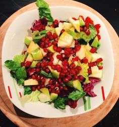 Ioanna's Notebook: ΠΡΑΣΙΝΗ ΣΑΛΑΤΑ ΜΕ ΜΗΛΟ ΚΑΙ ΡΟΔΙ / GREEN SALAD WITH APPLE AND POMEGRANATE SEEDS