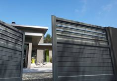 Motorisez votre portail battant en aluminium pour un maximum de confort ! http://www.solabaie.fr/