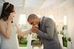 Emoção, carinho, noiva, noivo, vestido de noiva, casamento