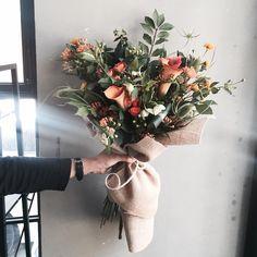 "1,882 Likes, 10 Comments - 플로리스트 이주연 florist Lee Ju Yeon (@vanessflower) on Instagram: "". Lesson Order Katalk ID vaness52 E-mail vanessflower@naver.com . #vanessflower #vaness #flower…"""