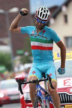 Vincenzo Nibali (Astana) wins stage 19 of the Tour de France (Bettini Photo)