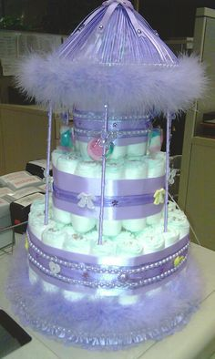 diaper cake, Map out every piece of information and part of your baby shower day, from reception activities for the food. You would like to be sure that everybody that are part of the special event has as wonderful a period of time while you do. Regalo Baby Shower, Baby Shower Crafts, Baby Shower Diapers, Baby Shower Parties, Shower Gifts, Diaper Cakes Tutorial, Diy Diaper Cake, Nappy Cakes, Baby Diaper Crafts