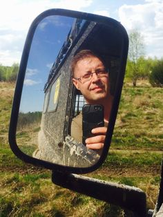 Автопортрет в зеркале LR Defender на выезде в Калужской области, 2016