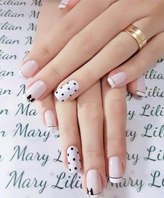 25 Stylish Nails Art Design for Fall Winter Women love anything pretty and chick. From the hair, makeup and outfit, nobody wants to be left out of fashion. Not even the nails! Keep reading to find out some stylish nail art inspirations. Light Colored Nails, Light Nails, Stylish Nails, Trendy Nails, Nailart, Fall Nail Art Designs, White Nail Art, Red And White Nails, Pink White