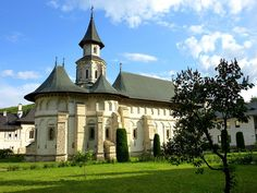Putna church, Romania (Unesco world heritage) History Of Romania, Places Around The World, Around The Worlds, Wonderful Places, Beautiful Places, Real Castles, Bucharest Romania, Place Of Worship, Kirchen