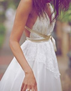 Pretty much everything I would want in a wedding dress.