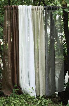 Une brise d'air frais Rideau passe-pôle fait de lin à 100% Disponible en exclusivité chez votre détaillant Brunelli