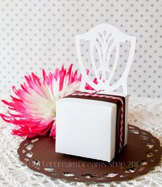 Love these for a wedding or bridal shower! Antique Chair Favor Boxes by ButtercreamDreamShop