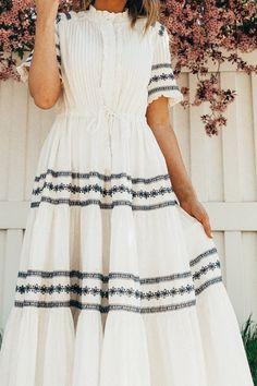 Summer Fashion Tips .Summer Fashion Tips Modest Outfits, Modest Fashion, Fashion Dresses, Modest Clothing, Emo Fashion, Skirt Outfits, Maxi Dresses, Modest Dresses For Women, Romantic Fashion