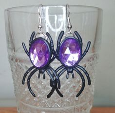 Spider earrings - spider jewelry - Halloween earrings - Halloween jewelry - creepy - spiders - creepy jewelry by OneCraftyBDesign on Etsy Halloween Earrings, Halloween Jewelry, Spider Earrings, Christmas Items, Handmade Items, Handmade Gifts, Spiders, Etsy Earrings, Creepy