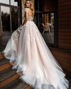Check out this stunning gown @gelinlikbeyazruya! Follow us to see more! . . . . #weddinggown #yestothedress #bride #dressshopping #