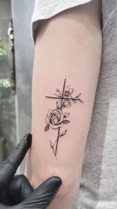 Small tattoo designs are great for a first tattoo if you are thinking of getting inked. Tattoos looks beautiful on any body part but it depends on what kind of tattoo designs it is and what… Cross Tattoos For Women, Tattoo Women, Tattoo Girls, Pretty Tattoos For Women, Forearm Tattoos For Women, Cross Tattoo Designs, Small Tattoo Designs, Tattoo Designs For Women, Cross Designs