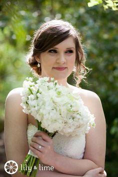 Simple all white bouquet, so pretty!