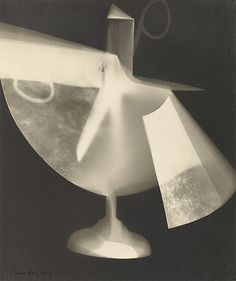 Man Ray (Emmanuel Radnitzky) - Untitled Rayograph (Scissors and Cut Paper) (1927) | Getty Museum (Los Angeles) Surrealisme