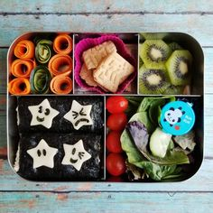 IN THIS LUNCH: 》Seaweed wraps - @seasnax raw seaweed, cauliflower rice mixed with cream cheese, cucumber, and tuna. Cheese stars with seaweed faces. #keto 》A small salad - Organic spring mix, ranch dressing, tomatoes, cucumber. 》Carrot & Cucumber curls. 》Ancient Grain with probiotics cookies (honey lemon). 》Sliced Kiwi  #kidsbento #americanbento #healthykidsfood #lunchbots #lunchbotscinco #sushi #schoollunch #packedlunch #boxedlunch #kidslunchideas #worklunchideas #easylunchideas