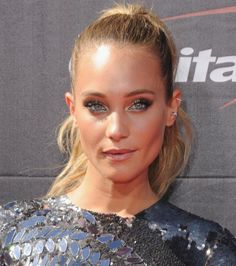 Hannah Davis' sultry, shimmery eye makeup