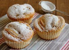 Tortine mele sofficissime per la colazione o la merenda a scuola dei vostri bimbi,altro non sono che golosi muffin con la frutta fresca che più preferite.