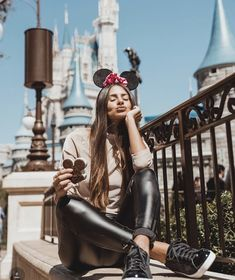 Best Photo Guide - Trouble Taking Photos with Beautiful Poses? Cute Disney Pictures, Disney World Pictures, Disney Instagram, Instagram Fashion, Disney Poses, Tumblr Photography, Travel Photography, Fashion Photography, Photography Ideas