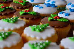 Mini Kerst cupcakes voor tussen door. Hapt lekker weg die kleine cakejes