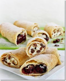 Gizi-receptjei: Tiroli rétes. Hot Dog Buns, Hot Dogs, Strudel, My Recipes, Fudge, Sushi, Bread, Meals, Cooking