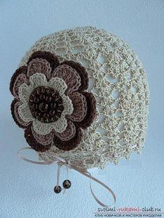 Как связать крючком комплект для девочки из шапочки, платья и бус в разных оттенках кофейного и бежевого цветов. Фото №5: