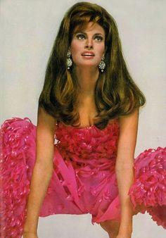 Photo by David Bailey. David Bailey, Dark Autumn, Divas, Lauren Hutton, Raquel Welch 1960s, Kino Theater, Illinois, Rachel Welch, Vogue Magazin
