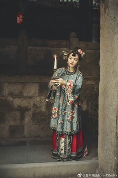 Qing Chang'ao Chinese Traditional Costume, Traditional Dresses, Historical Women, Historical Clothing, Dynasty Clothing, China Movie, Chinese Element, Chinese Drawings, Chinese Festival