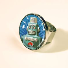 Retro Robot Continental Ring http://www.retroagogo.com/servlet/the-1633/Retro-Robot-Continental-Ring%2C/Detail#
