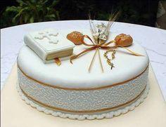 Tartas de Primera Comunión: ideas dulces (Foto 13/21) | Ellahoy Pretty Cakes, Beautiful Cakes, Amazing Cakes, Fondant Cakes, Cupcake Cakes, Comunion Cakes, Christian Cakes, Dolphin Cakes, First Holy Communion Cake