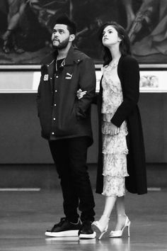 Selena Gomez & New Boyfriend The Weeknd Browse an Art Museum in Italy!: Photo Things definitely are heating up for the hot new couple Selena Gomez and The Weeknd and they were seen taking a romantic stroll through an art museum during their… The Weeknd Abel, Selena And The Weeknd, Selena And Abel, Style Selena Gomez, Fotos Selena Gomez, Selena Gomez Outfits, Selena Gomez Dress, Selena Selena, Celebrity Couples