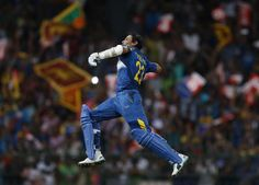 Sri Lanka's Tillakaratne Dilshan celebrates his century during their final ODI (One Day International) cricket match against England in Colombo, December 16, 2014. (REUTERS/Dinuka Liyanawatte)