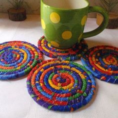 Coiled Coasters, Trivets and More Go As Big As You Want! Strips of fabric wrapped around cotton clothesline make wonderful coasters, trivets, place mats and more. Rope Crafts, Crafts To Make, Diy Crafts, Sand Crafts, Beaded Crafts, Wooden Crafts, Jewelry Crafts, Diy Craft Projects, Sewing Projects