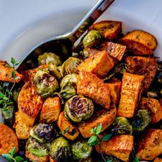Roasted Sweet Potatoes and Brussels Sprouts Recipe Image Sprouting Sweet Potatoes, Roasted Sweet Potatoes, Thanksgiving Side Dishes, Thanksgiving Recipes, Fresco, Cooking On A Budget, Easy Cooking, Sweet Potato Recipes, Healthy Recipes