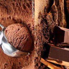 Çikolata yemekle çikolatalı gelato yemek arasında hiçbir fark yok; çünkü gelato'muz gerçek çikolatalı! 🍫 #AbbasWaffleAnkara #AbbasGelato #GerçekÇikolata Gelato, Ankara, Waffles, Ice Cream, Instagram Posts, Desserts, Food, No Churn Ice Cream, Tailgate Desserts