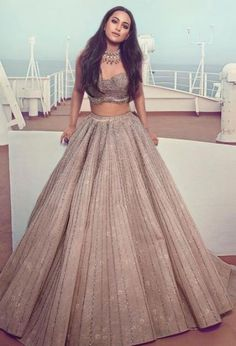 Latest Collection of Lehenga Choli Designs in the gallery. Lehenga Designs from India's Top Online Shopping Sites. Indian Gowns Dresses, Indian Fashion Dresses, Dress Indian Style, Indian Designer Outfits, Indian Designers, Moda Indiana, Fashion Magazin, Lehnga Dress, Lengha Choli