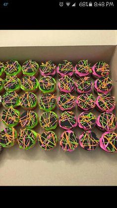 Neon cupcake                                                                                                                                                                                 More Neon Birthday, Park Birthday, 13th Birthday Parties, 11th Birthday, Neon Cupcakes, Themed Cupcakes, Bolo Neon, Skateboard Party, Laser Tag Party