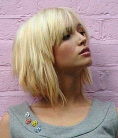 Cute Short Hairstyle for Young Women