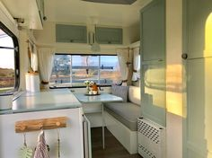 Latest Pic Vintage Caravans makeover Thoughts Is the best caravan many chemical, no design? Here's at this moment to change your interior. Caravan Interior Makeover, Trailer Interior, Camper Makeover, Camper Renovation, Camper Interior, Retro Caravan, Camper Caravan, Happy Campers, Caravane Adria
