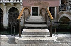 Ponte ingresso alla Fondazione Querini Stampalia - Venezia, Italia / 1961-63 / Carlo Scarpa