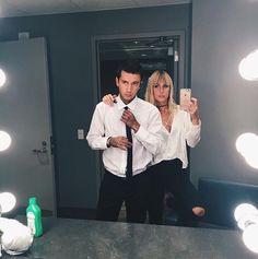 Tyler & Jenna Joseph are relationship goals for sure. #twentyonepilots…