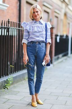 The perfect mom jeans, front-and-center. #refinery29 http://www.refinery29.com/2015/09/94443/london-fashion-week-spring-2016-street-style-pictures#slide-26