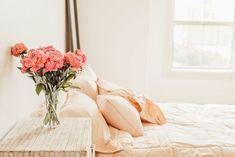 Een bedkiezen boxspring | Stek Magazine Cura Interior, Bedroom Decorating Tips, Bedroom Ideas, Bedroom Colors, Decorating Ideas, Decor Ideas, Bougie Led, Feng Shui Bedroom, Orange Pillows