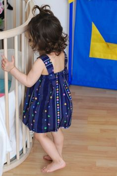 Mini dress minute - Tuto and free template stitching dress summer child 2 to 8 . Baby Couture, Couture Sewing, Recycle Old Clothes, Sewing Online, Stitching Dresses, Knitting For Charity, Bobe, Kids Frocks, Mini Vestidos